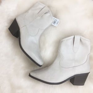 [Universal Thread] NWT White Cowgirl Style Boots